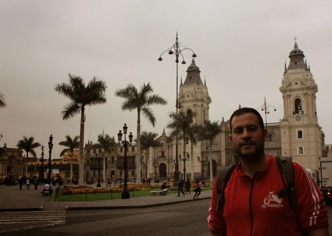 Manu en la Plaza de las Armas, Centro de Lima
