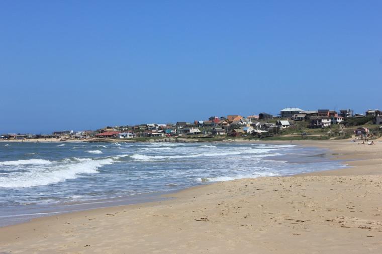 Vista de Punta del Diablo desde la playa