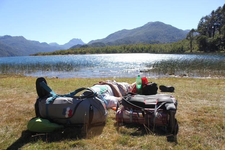 Manu descansando en el Lago Villarino